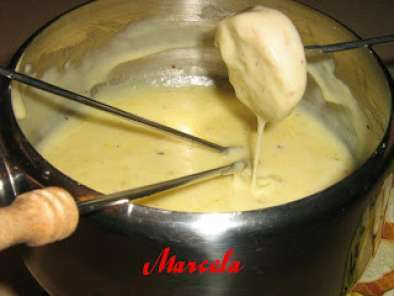 Swiss cheese fondue, poza 2